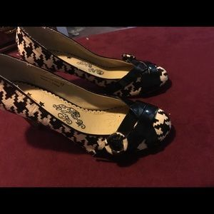 Preowned nasty monkey black and white pumps 8.5.